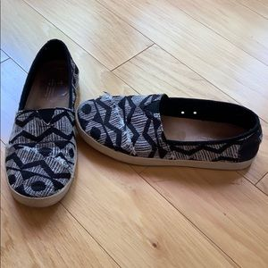 distressed patterned toms